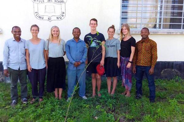 Frivilligt arbejde i udlandet engelsk undervisning mtule skole Zanzibar Højskolen højskole i udlandet